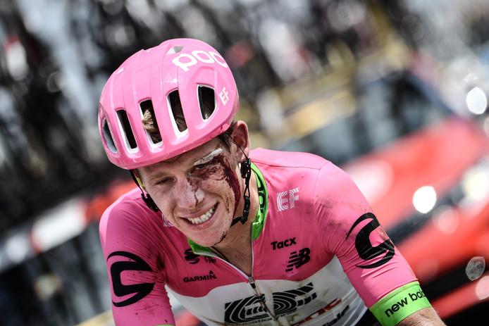 Lawson Craddock komt over de finish na de eerste etappe.