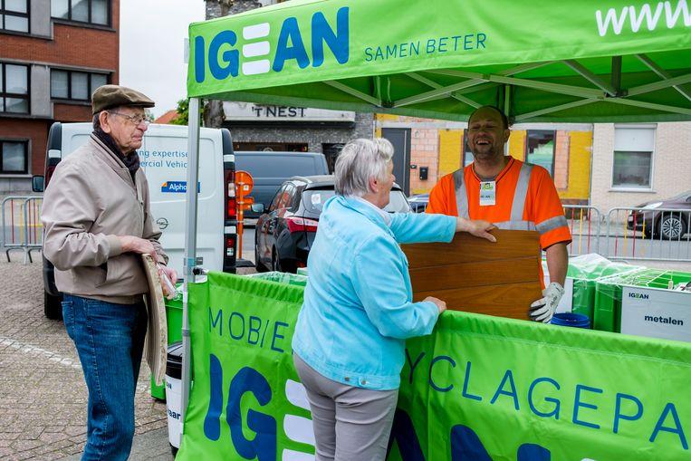 Het mobiel recyclagepark op de markt van Niel.