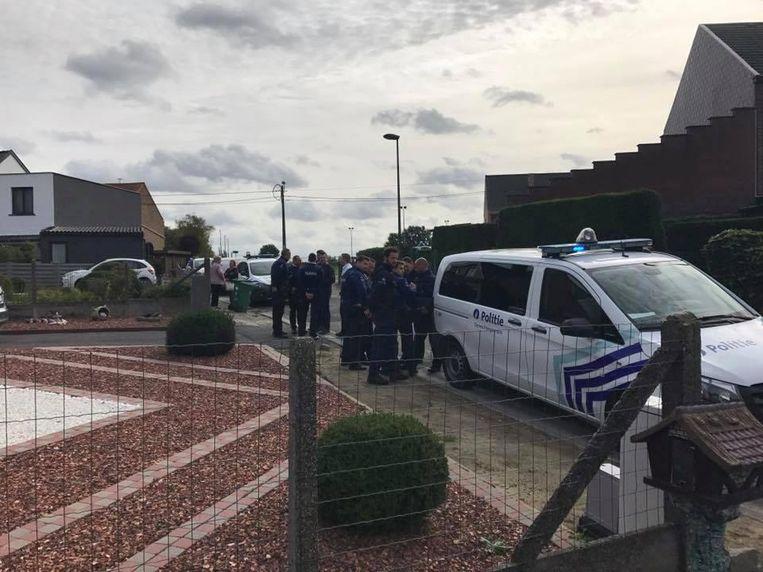 De politie hield nog geruime tijd een klopjacht in de omgeving.