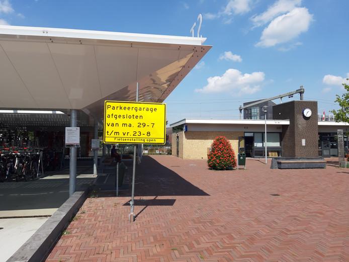 De parkeergarage bij het station van Wijchen gaat vrijdag om 15.00 uur weer open.