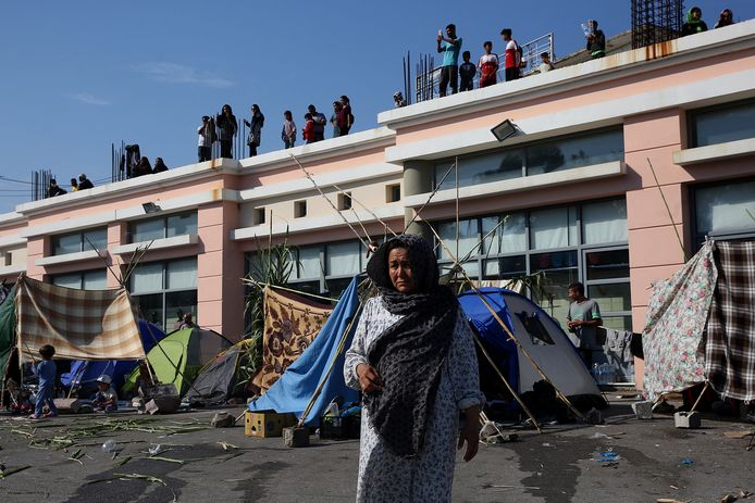 Het is nog onduidelijk waar de duizenden vluchtelingen naartoe moeten.