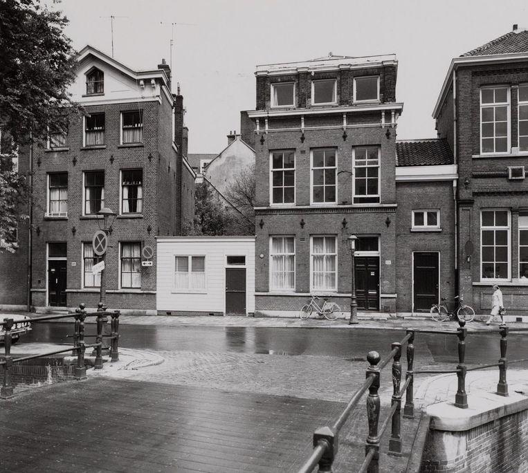 De bakermat van Het Parool, bezien vanaf de brug naar de Lijnbaansgracht in 1972 Beeld J.M. Arsath Ro'is