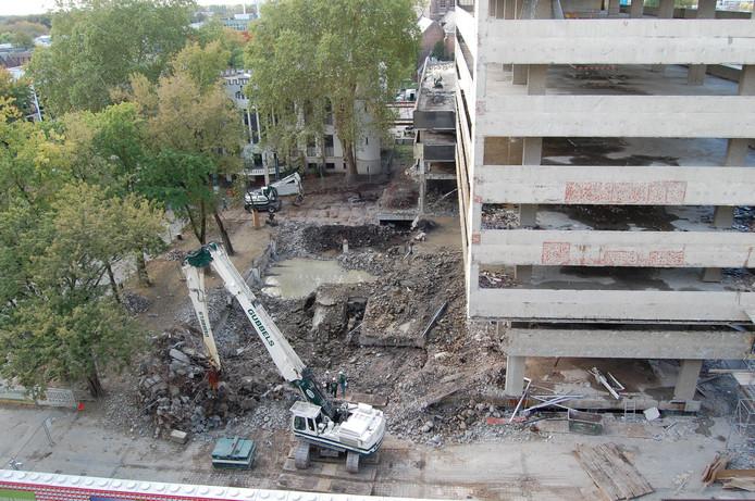 Stadskantoor-1 is tot op het karkas gestript, de wederopbouw is inmiddels begonnen.