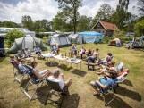 Enschedeërs kamperen al 40 jaar samen: 'Zoveel meer dan buren'