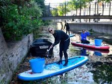 Van flessen Smirnoff tot poepzakjes: suppers halen bakken vol afval uit het water tijdens World Clean Up Day