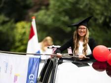 Drive-ins en picknickmanden: zo reiken Amersfoortse scholen diploma's uit aan geslaagde mbo'ers