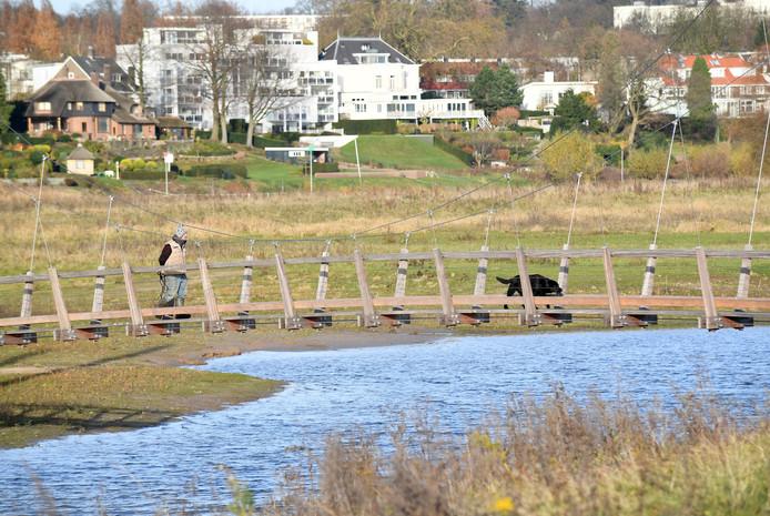 Bruggetje over een van de waterpartijen in Meinerswijk.