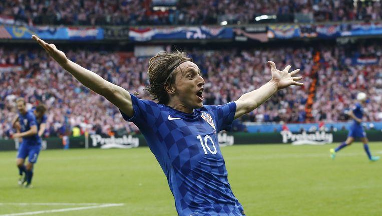 De Kroatische sterspeler Modric in viert zijn doelpunt tegen Turkije Beeld anp