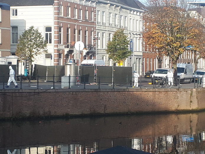 Het technisch onderzoek naar de steekpartij op de Nieuwe Prinsenkade was vanochtend nog in volle gang.