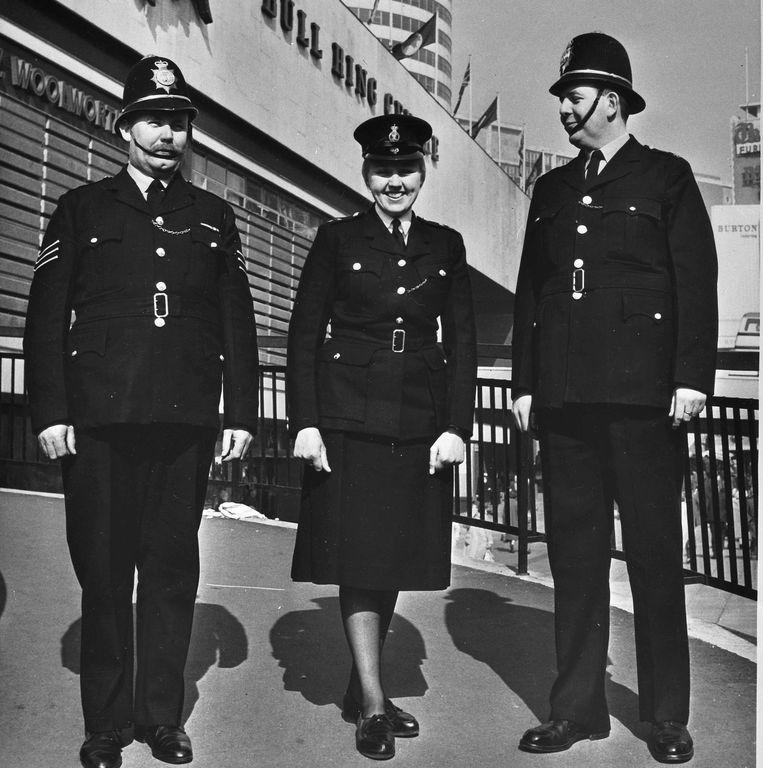 Drie bobbies uit Birmingham in 1965. Beeld ANP