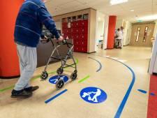 Verleid om te bewegen in HagaZiekenhuis met paaltjes: 'Dan weten ze dat zij weer vijf meter hebben gelopen'
