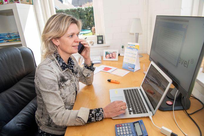 Petra Durieux van Personal Touch Travel in Nieuwleusen maakt overuren. Veel geplande vakanties gaan niet door, zij is druk met het omboeken.