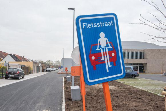Een fietsstraat herken je aan dit verkeersbord.