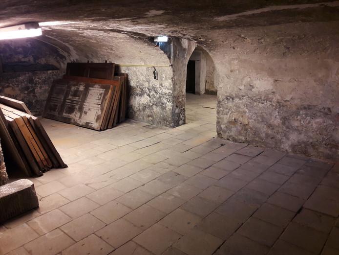 Deel van het souterrain in Kasteel Wijchen. Alleen gebukt kan er nu worden gelopen.