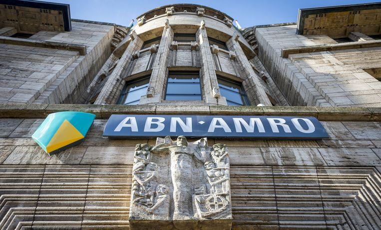Logo van de ABN AMRO bank aan de Kneuterdijk. Beeld anp