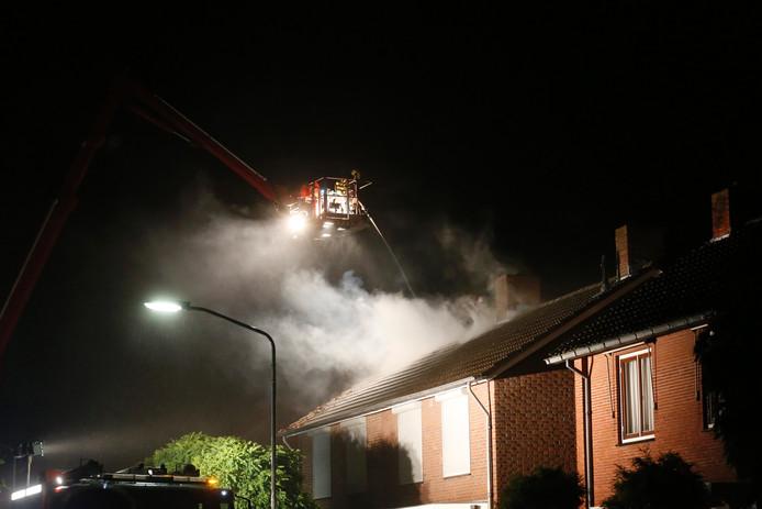 In Veldhoven in de Frans Bekerstraat is de bliksem ingeslagen in een woning.