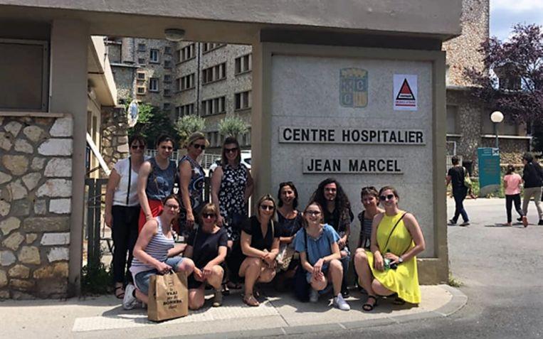 De verpleegkundestudenten van HBO5 Tielt/Waregem bij het ziekenhuis van Brignoles