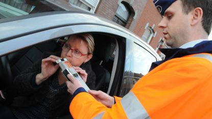 Twee bestuurders leggen positieve ademtest af tijdens controle
