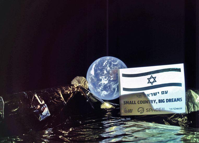 De maanlander Beresheet maakte een selfie met de aarde en de Israëlische vlag.