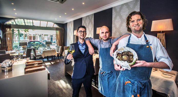 De mannen van The Knott met van links naar rechts Danny van den Ende (hoofd bediening), Helge Hecht (sous-chef) en chef-kok en eigenaar Sebastiaan Knotterus.