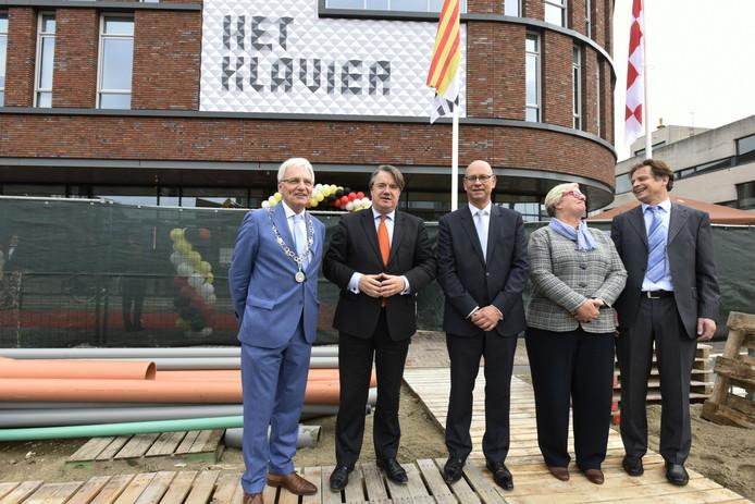 Opening van Het Klavier met de Commissaris van de Koning Wim van de Donk (tweede van links).