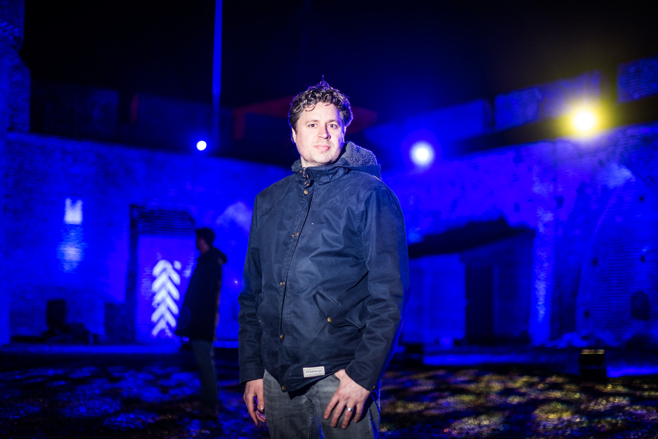 Bestuurslid Doeko Pinxt in kasteel Doornenburg tijdens het lichtjesfestival.