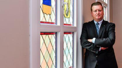 """Burgemeester Bauwens (CD&V) houdt vast aan tricolore sjerp: """"Uit respect voor voorganger"""""""