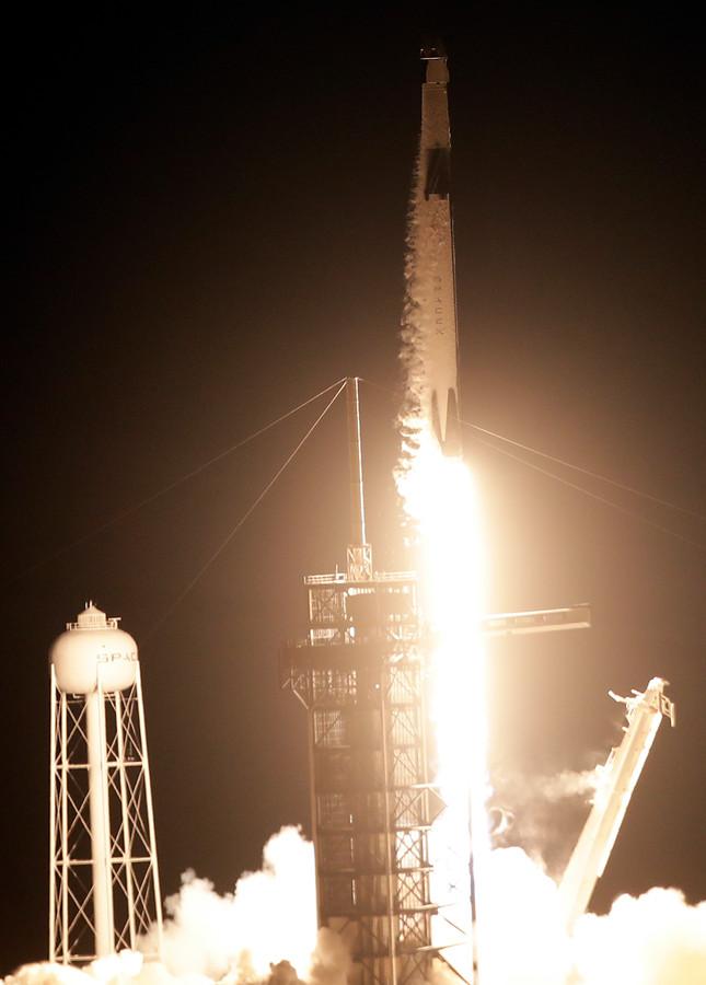 Aan boord van de Crew Dragon is een pop, die met sensoren registreert hoeveel krachten een lancering opwekt.