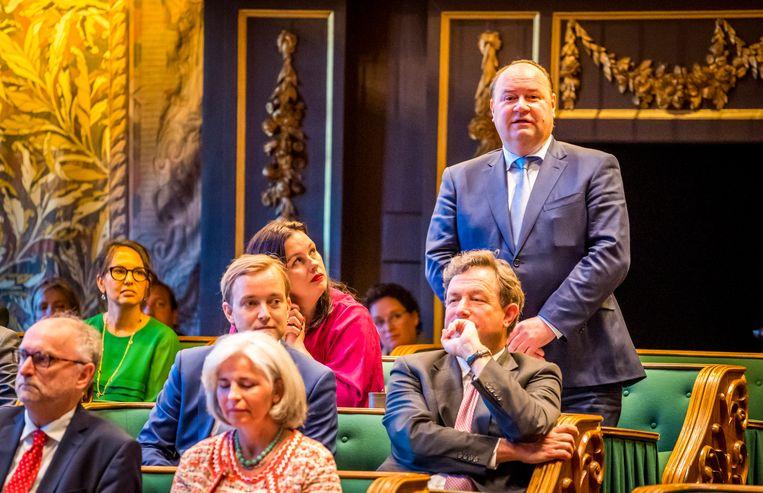 Henk Otten van FvD legt de eed af tijdens de installatie van de nieuwe Eerste Kamer.  Beeld Lex van Lieshout/ANP