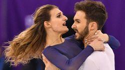 Van de 'nipple slip' op maandag naar zilver op dinsdag: Frans schaatspaar maakt van nachtmerrie alsnog sprookje