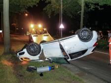 Mercedes belandt op dak bij ongeluk in Den Bosch