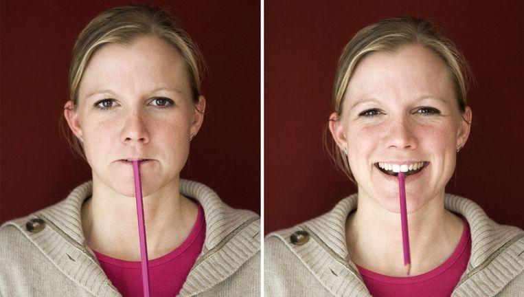 Klassiek, nu door de mand gevallen psychologie-experiment: potlood tussen de tanden maakt vrolijker dan tussen de lippen. Niet dus. Beeld