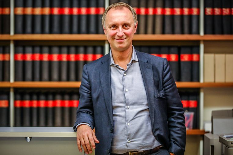 Notaris Bart Van Opstal legt uit wie de gulle schenkers in België zijn.