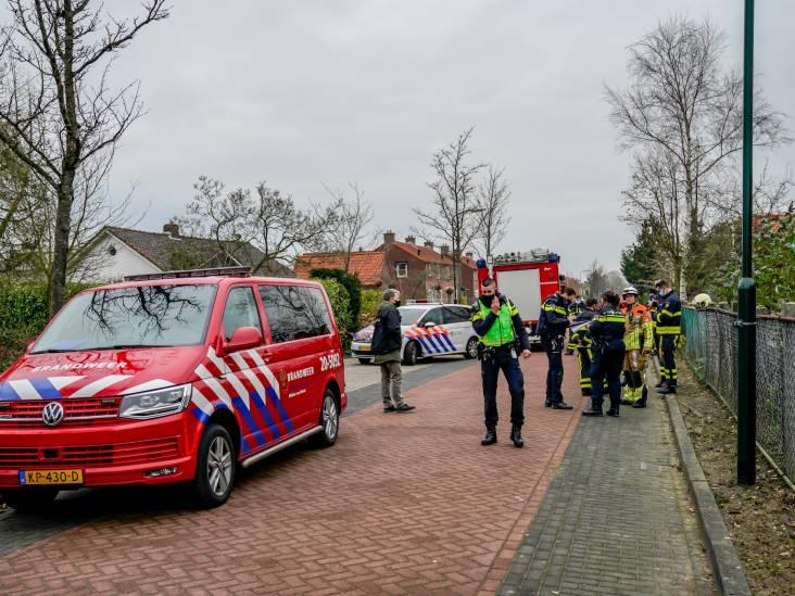 Mogelijk drugslab ontdekt bij brand in loods in Nieuwendijk, politie doet inval