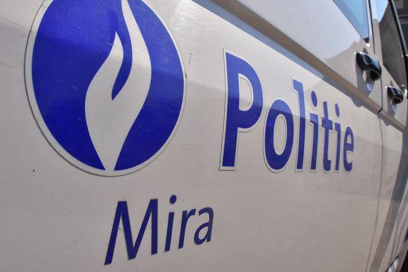 Ook de politie van de zone Mira snelde ter plaatse naar de Marcel Windelsstraat in Waregem.