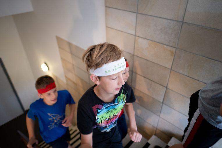 De leerlingen van OLVP Bornem trainen voor de Beurm-trail. De trappen zijn een uitdaging.