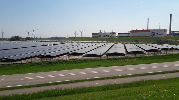 Een zonnepark bij Vlissingen-Oost.