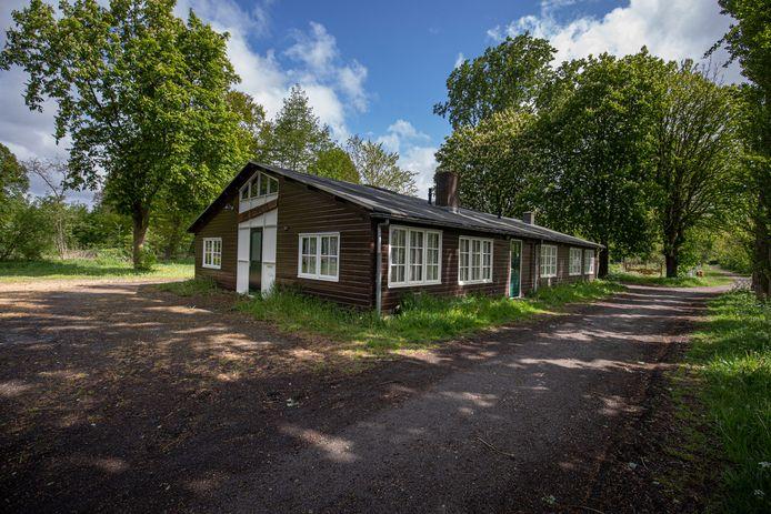De Knoest, het laatste voorbeeld van een Belgische barak in Emmeloord, gebouwd van materialen uit Belgische krijgsgevangenkampen.