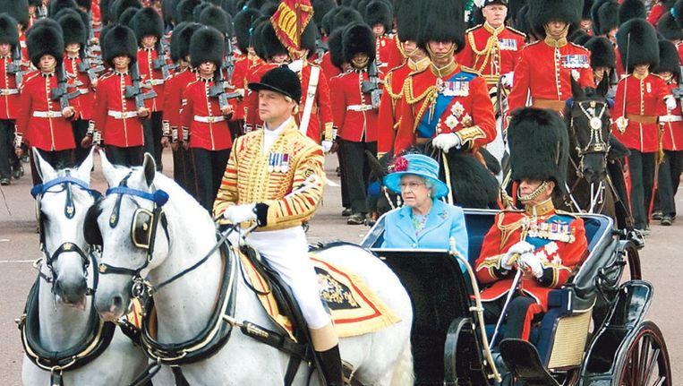 Queen Elisabeth tijdens 'Trooping The Colour', de jaarlijkse verjaardagsceremonie.