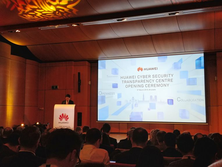 """Huawei-voorzitter Ken Hu gaf vandaag in zijn speech te kennen dat het centrum """"nu belangrijker dan ooit"""" is."""