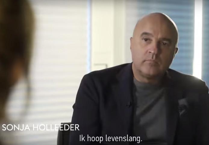 John van den Heuvel sprak met Sonja Holleeder, maar in zijn documentaire komt ze niet herkenbaar in beeld.
