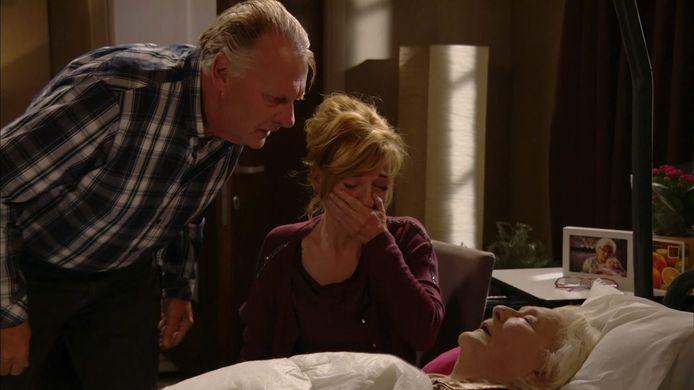 Frank en Simonne nemen afscheid van Yvette.