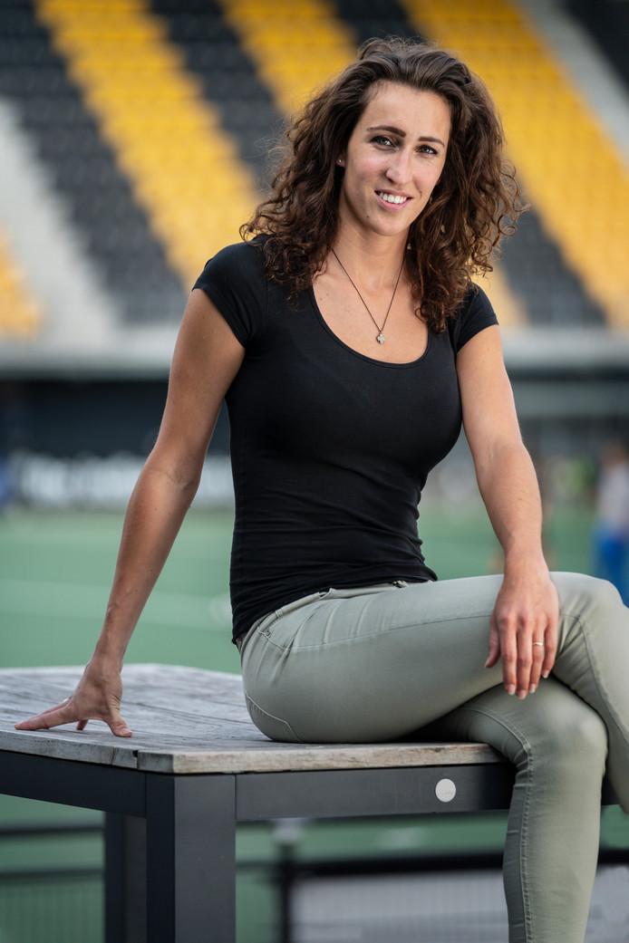 Marlies Verbruggen had haar hockeystick in de zomer van 2018 nog maar net aan de wilgen gehangen, toen de oud-speelster van HC Den Bosch plotseling besloot een contract te tekenen bij het Spaanse Real Club de Polo in Barcelona
