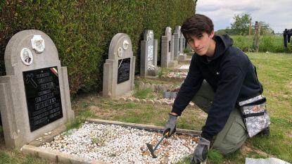 """Kaylen (18) geeft graven van oorlogsslachtoffers één voor één opkuisbeurt: """"We mogen nooit vergeten dat zoveel jonge soldaten hun leven hebben gegeven voor onze vrijheid"""""""