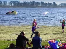 Aannemersbedrijven moeten asfaltgranulaat weghalen bij recreatiepark Vlietland: 'Het lag er ineens'