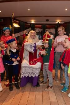 Geen intocht, maar wel feest met Sinterklaas op Pakjesboot in Kampen