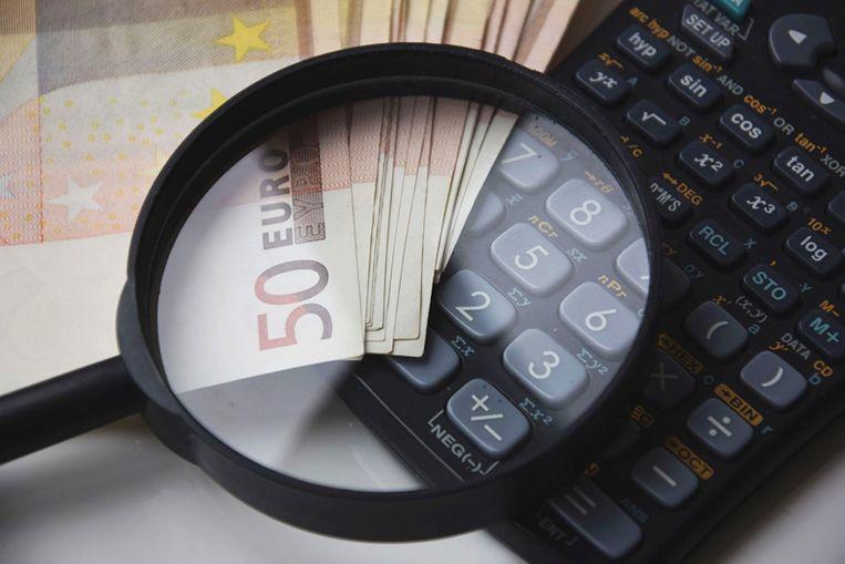 Met een Excel of apps als Money Lover en Spendee krijg je een duidelijker zicht op je uitgaven en inkomsten.