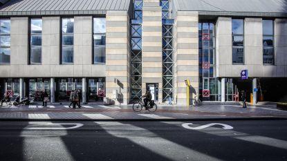 Politie neemt intrek in nieuwe kantoren. Handelaars willen snel nieuwe invulling voor gebouwen in Alfons Pieterslaan