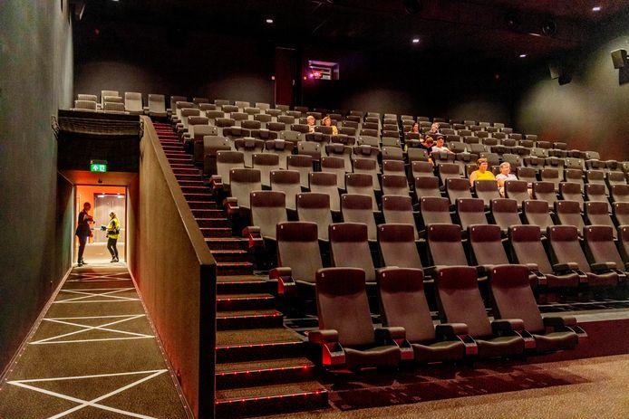Bij Kinepolis Breda zeggen ze het zeker te weten. In iedere bioscoopzaal zijn dertig bezoekers welkom inplaats van dertig voor de hele bioscoop.