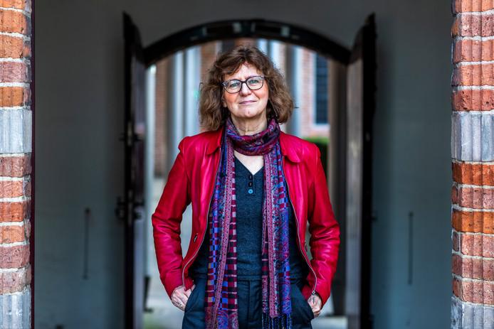 De Utrechtse hoogleraar Anne-Marie Korte heeft meer dan tweeduizend verhalen over hedendaagse wonderen verzameld.